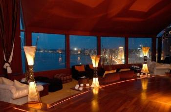 Único restaurante giratorio 360 grados en Punta del Este. Disfruta de las mejores vistas del paraíso.
